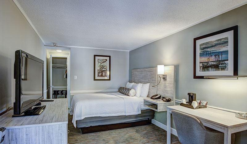 Queen Bed 1 Queen Bed in Best Western Sea Island Inn Beaufort South Carolina